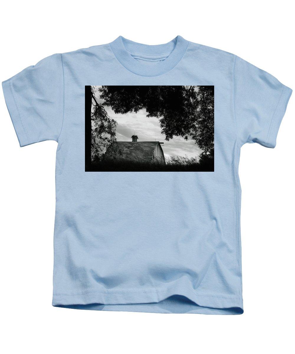 Nebraska Kids T-Shirt featuring the photograph Nebraska - Barn - Black And White by Nikolyn McDonald