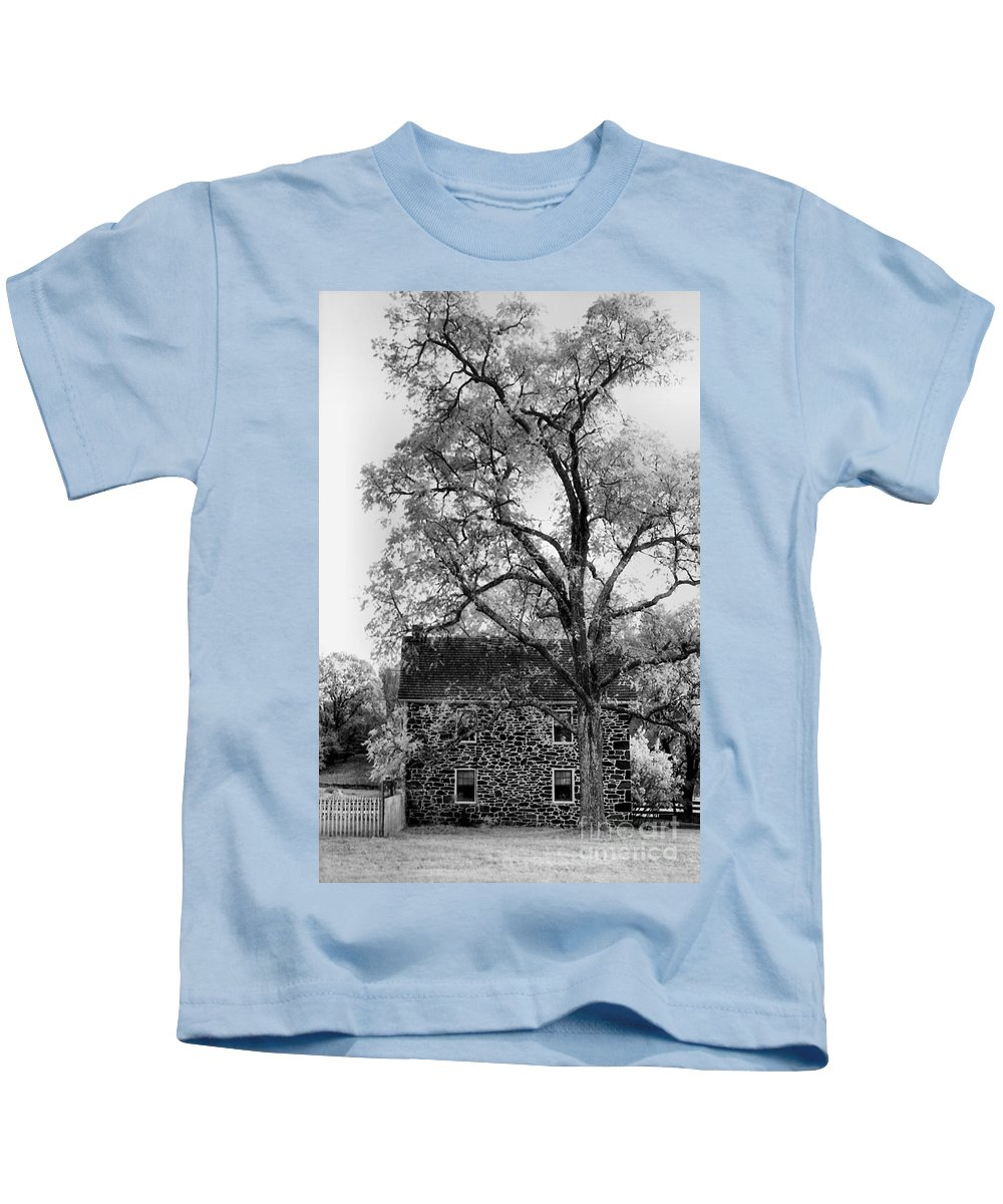Homes Kids T-Shirt featuring the photograph Old Stone House by Richard Rizzo