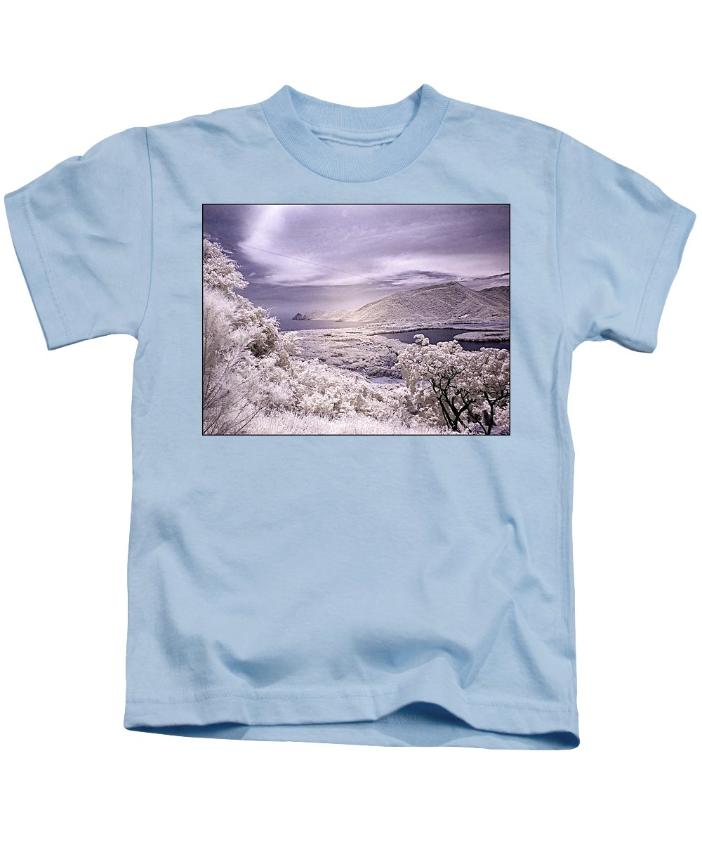 Patamemo Kids T-Shirt featuring the photograph Patanemo Ir by Galeria Trompiz