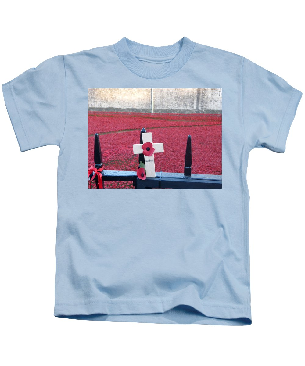 Kids T-Shirt featuring the photograph Poppies At Tower Of London by Nigel Photogarphy
