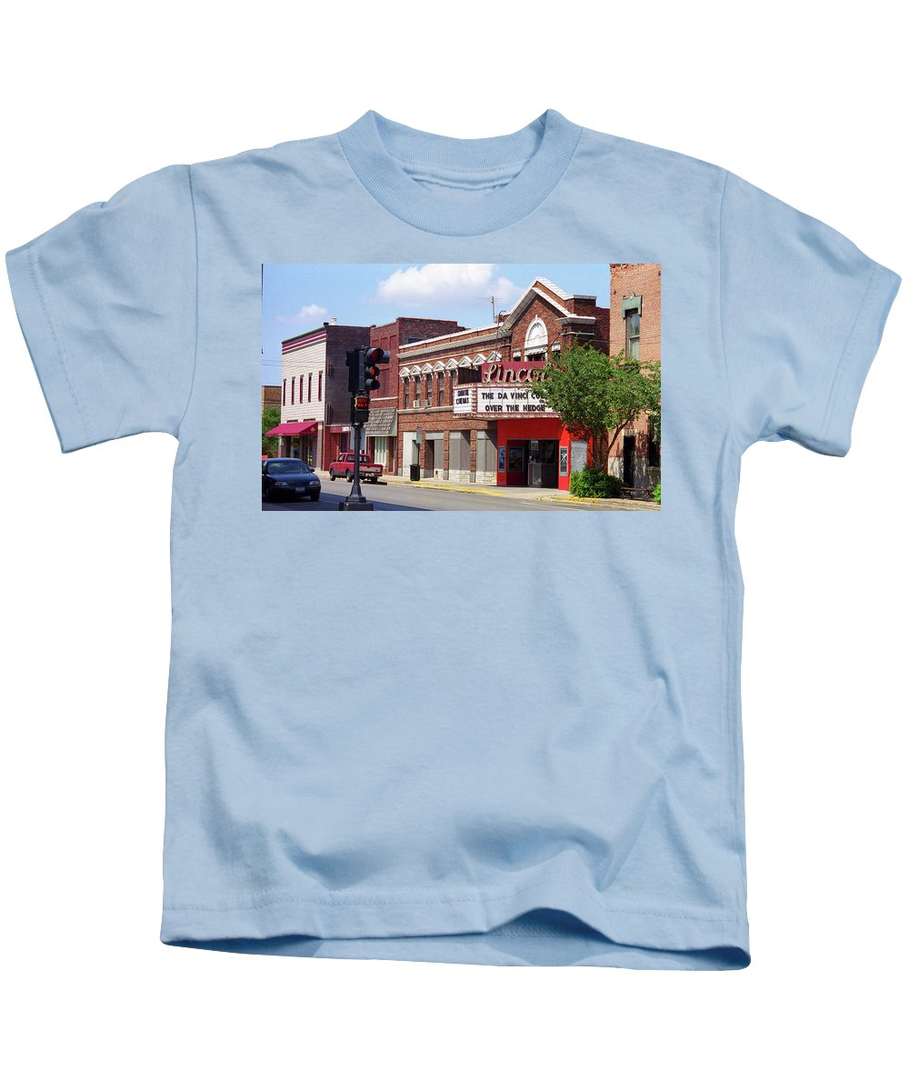 66 Kids T-Shirt featuring the photograph Route 66 Theater by Frank Romeo