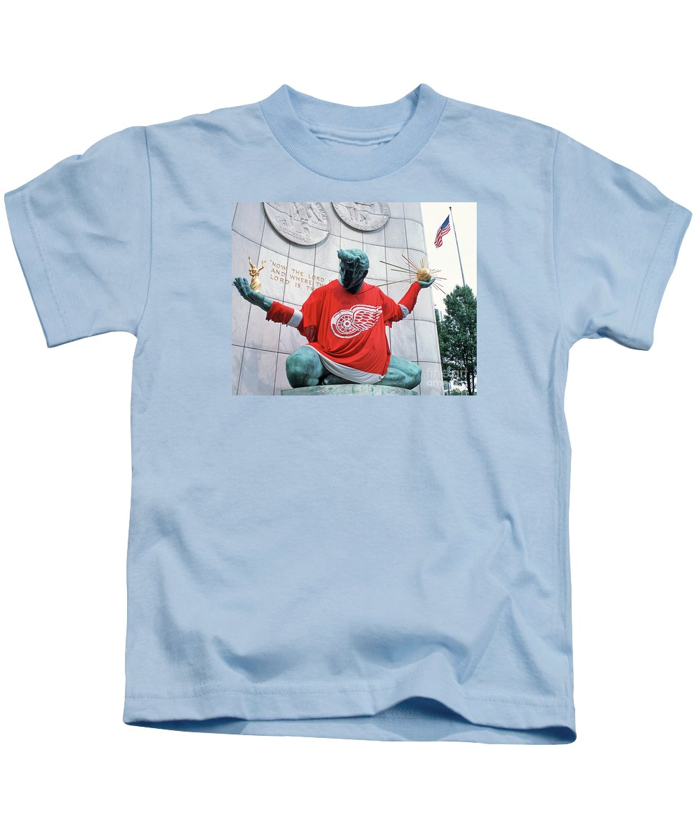 Bill Spengler Kids T-Shirt featuring the photograph Spirit Of Detroit by Bill Spengler
