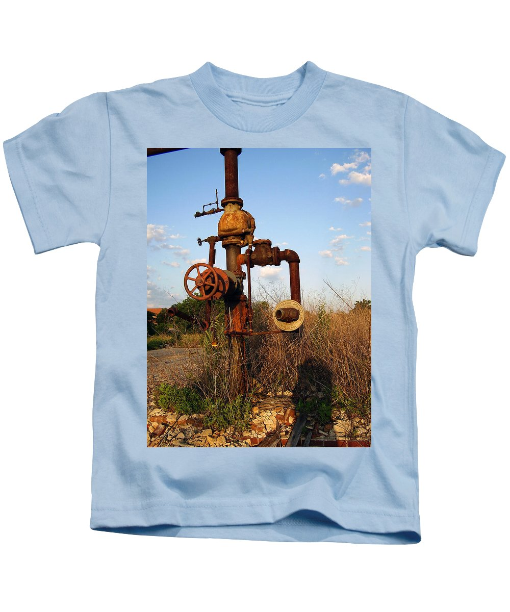 Pipes Kids T-Shirt featuring the photograph Still Here by Flavia Westerwelle