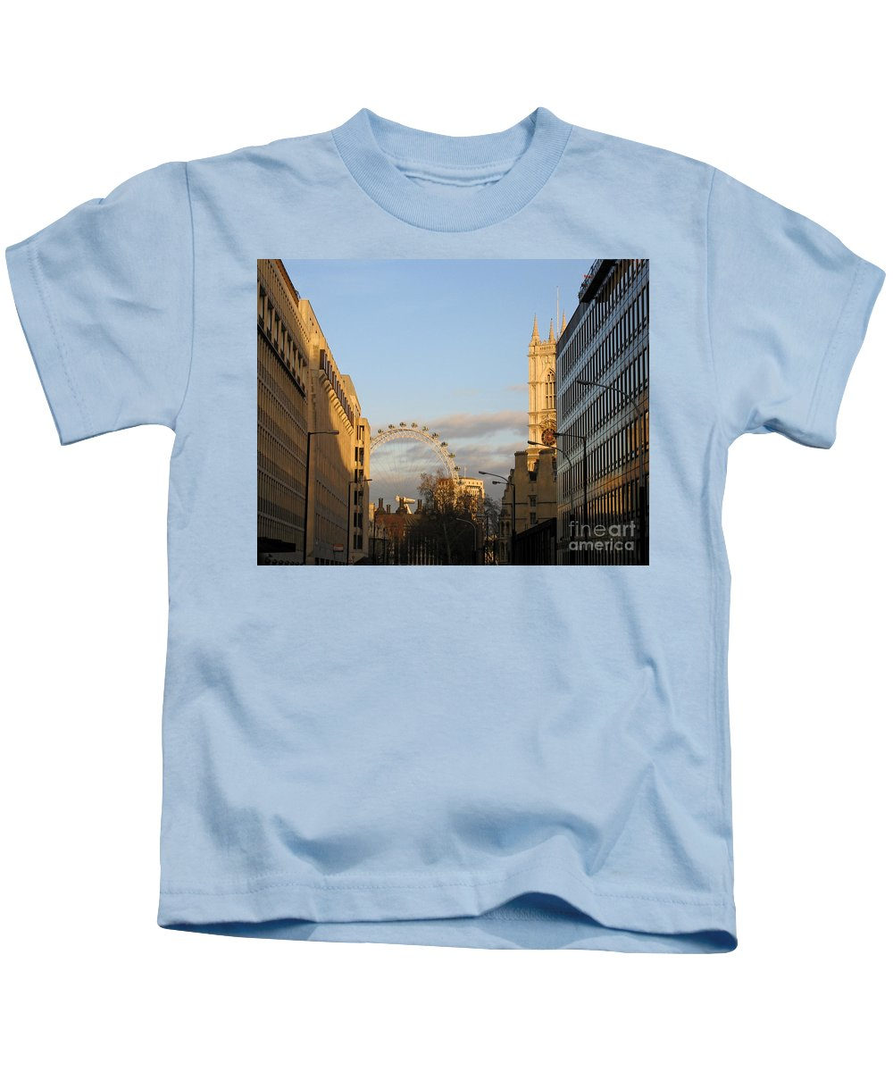London Kids T-Shirt featuring the photograph Sun Sets On London by Ann Horn