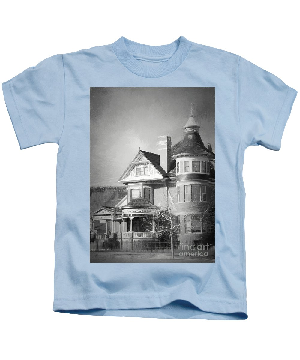 House Kids T-Shirt featuring the photograph The Old House by Carolyn Fox