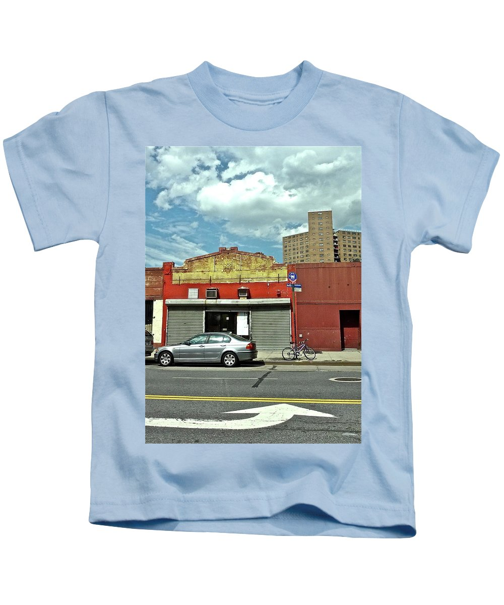 Street Scene Kids T-Shirt featuring the photograph Turn Arrow by Bonnie See
