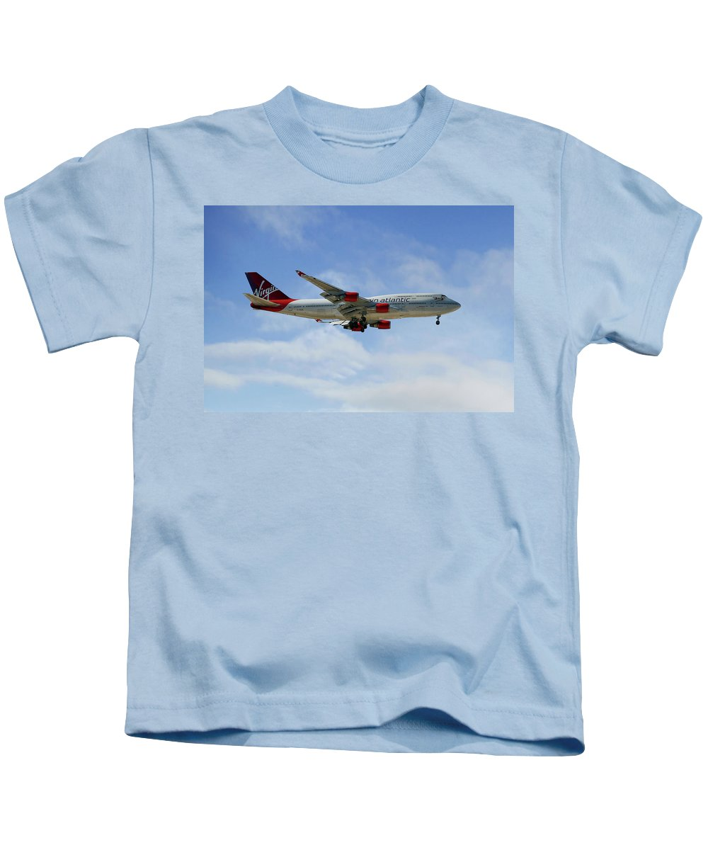 Virgin Atlantic Kids T-Shirt featuring the photograph Virgin Atlantic Boeing 747-443 by Smart Aviation