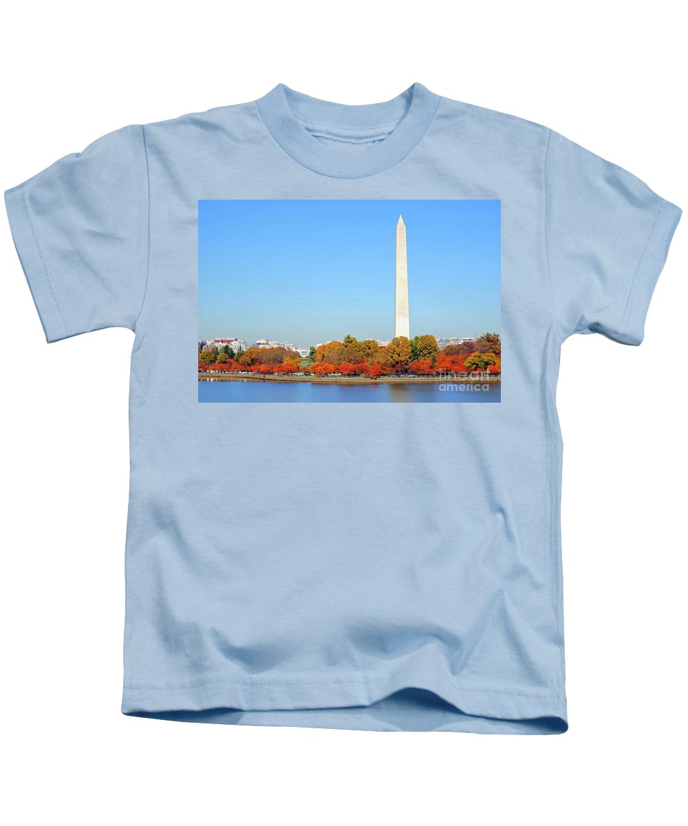 Monument Kids T-Shirt featuring the photograph Washington On A Autumn Day by Jost Houk
