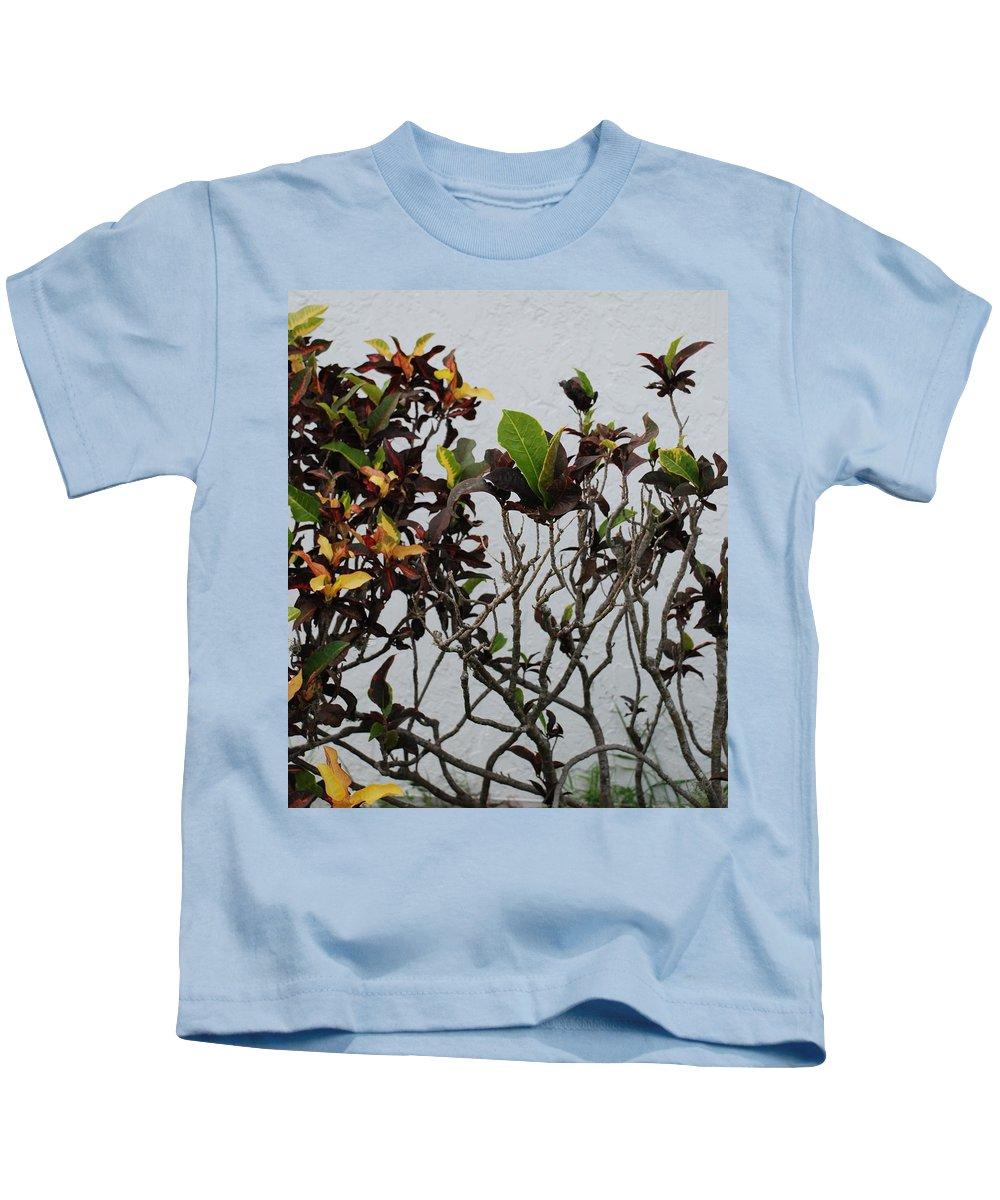Macro Kids T-Shirt featuring the photograph Yellogreen by Rob Hans
