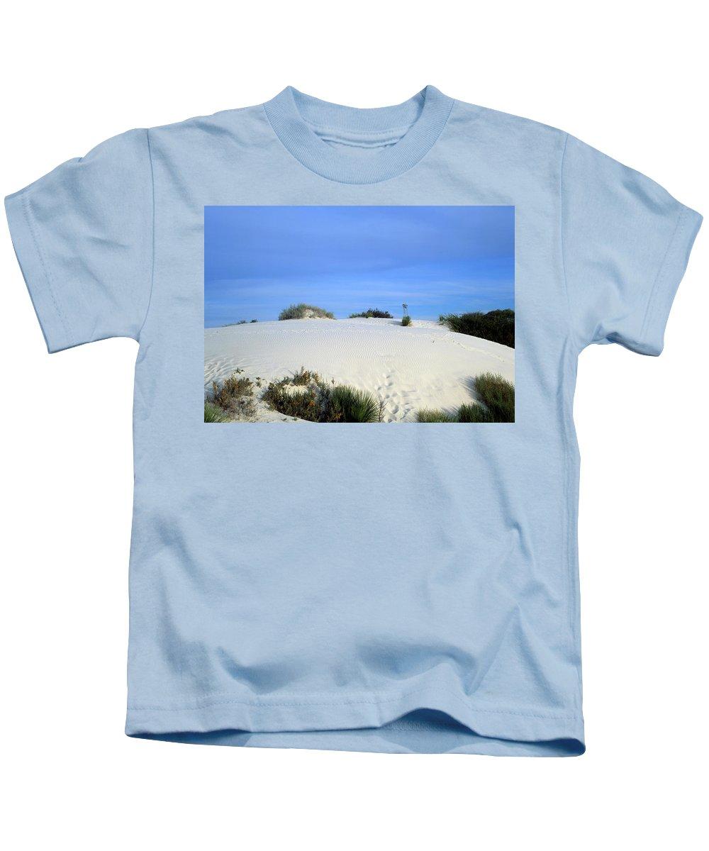 Background Kids T-Shirt featuring the photograph Rrippled Sand Dunes In White Sands National Monument, New Mexico - Newm500 00111 by Kevin Russell
