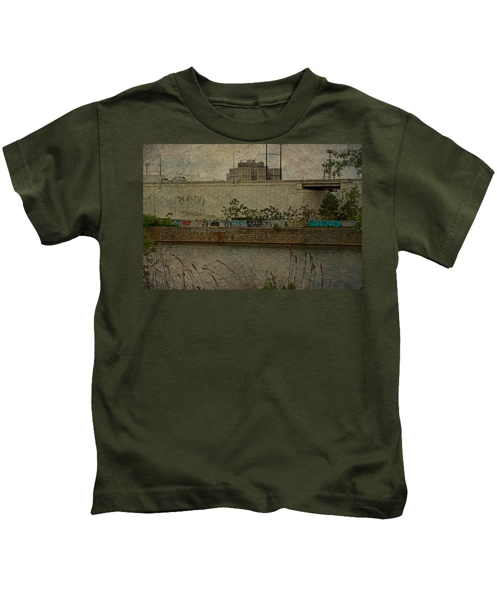 Philadelphia Kids T-Shirt featuring the photograph Across The Schuylkill River In Philadelphia - Pennsylvania - Usa by Mother Nature