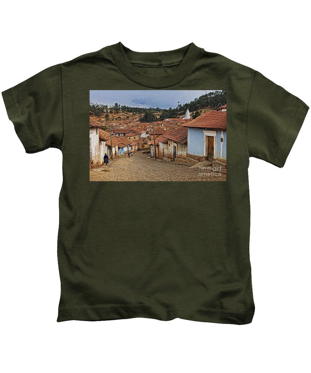 Farbaufnahme Kids T-Shirt featuring the photograph forgotten village Totora by Juergen Ritterbach