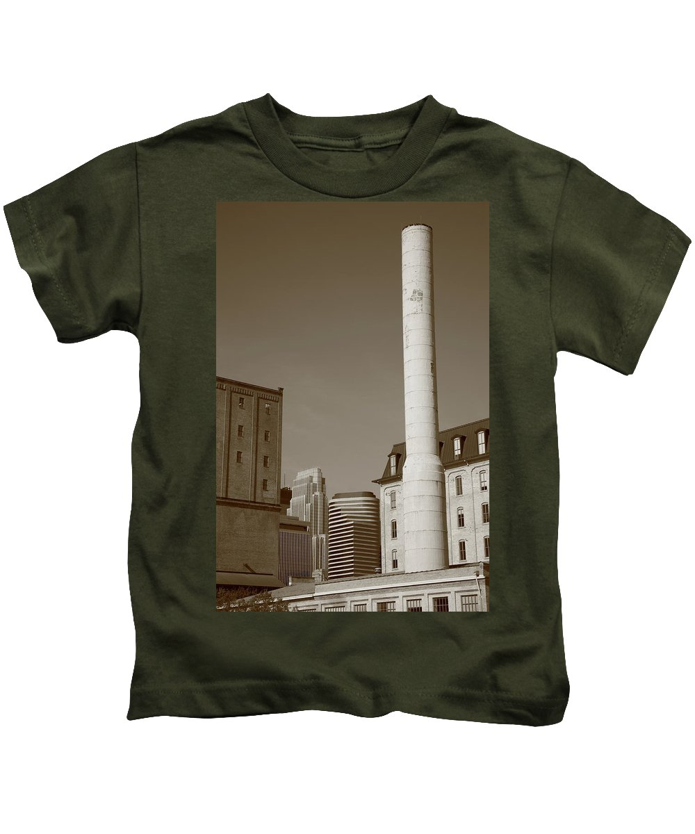 America Kids T-Shirt featuring the photograph Minneapolis Smokestack by Frank Romeo