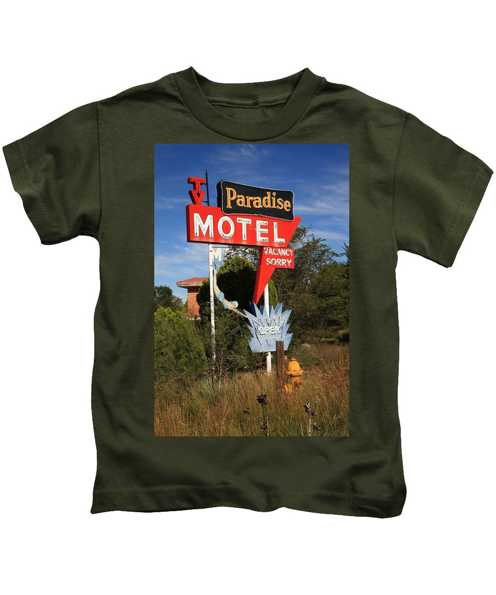 66 Kids T-Shirt featuring the photograph Route 66 - Paradise Motel by Frank Romeo