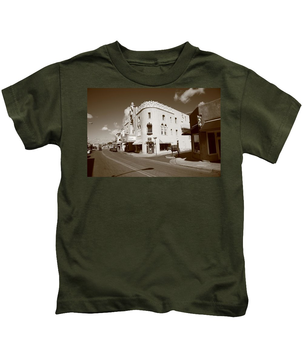 66 Kids T-Shirt featuring the photograph Santa Fe Street Scene by Frank Romeo