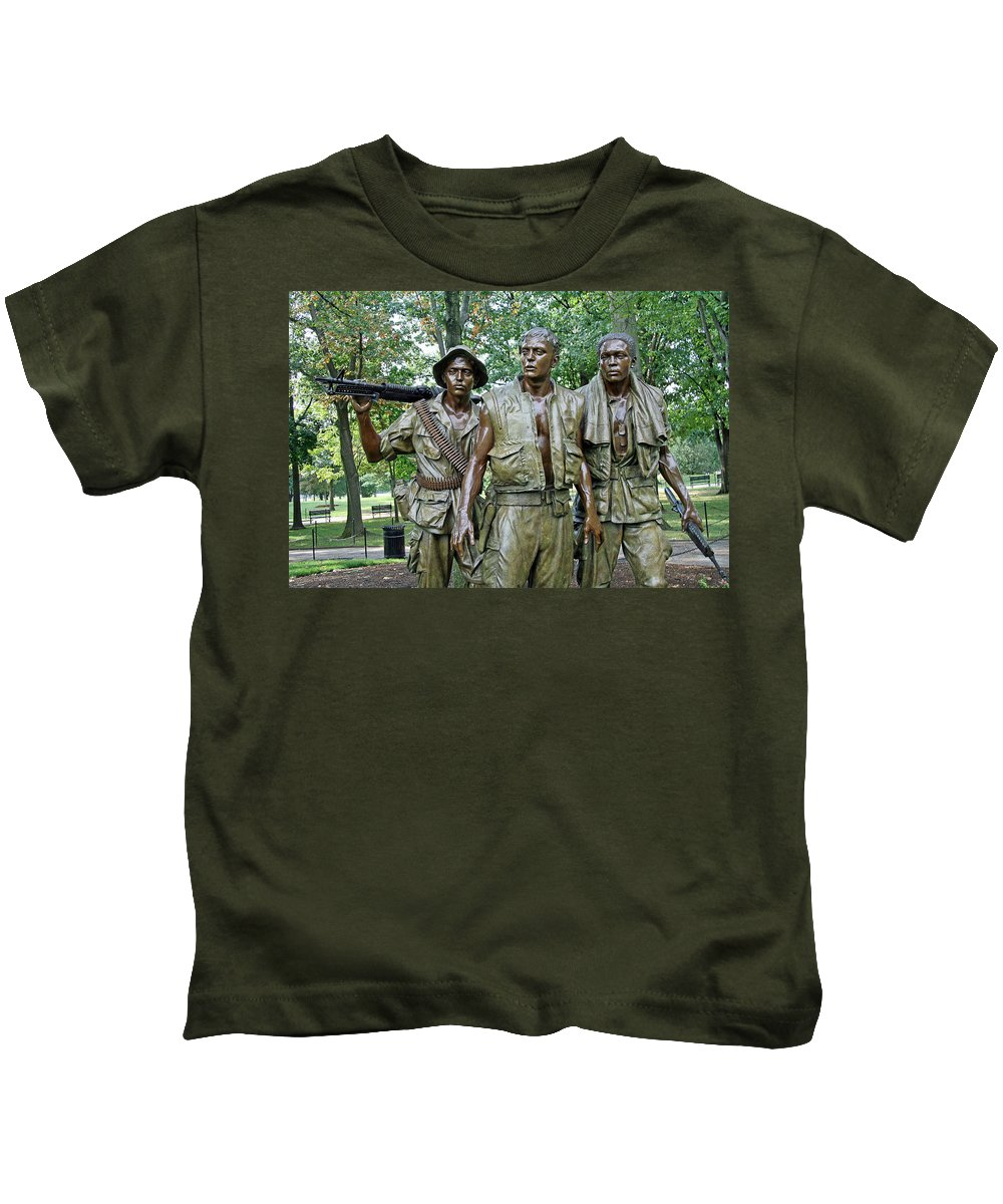 Three Kids T-Shirt featuring the photograph Three Soldiers Statue by Cora Wandel