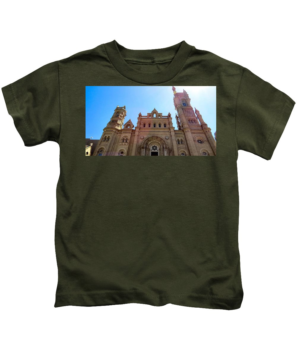 Span Kids T-Shirt featuring the photograph United by Art Dingo