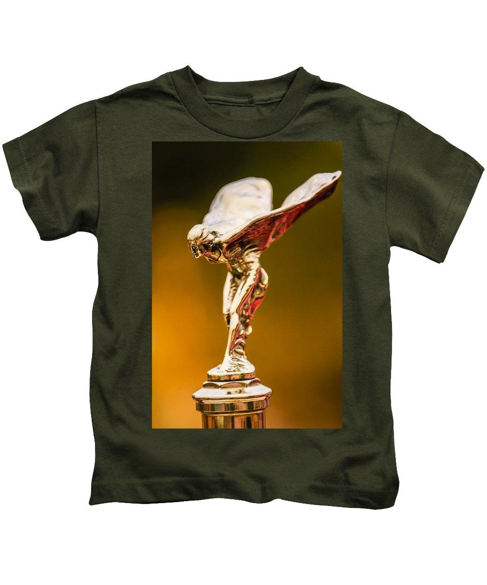 1928 Rolls-royce Phantom I Sedenca De Ville Hood Ornament Kids T-Shirt featuring the photograph 1928 Rolls-royce Phantom I Sedenca De Ville Hood Ornament by Jill Reger