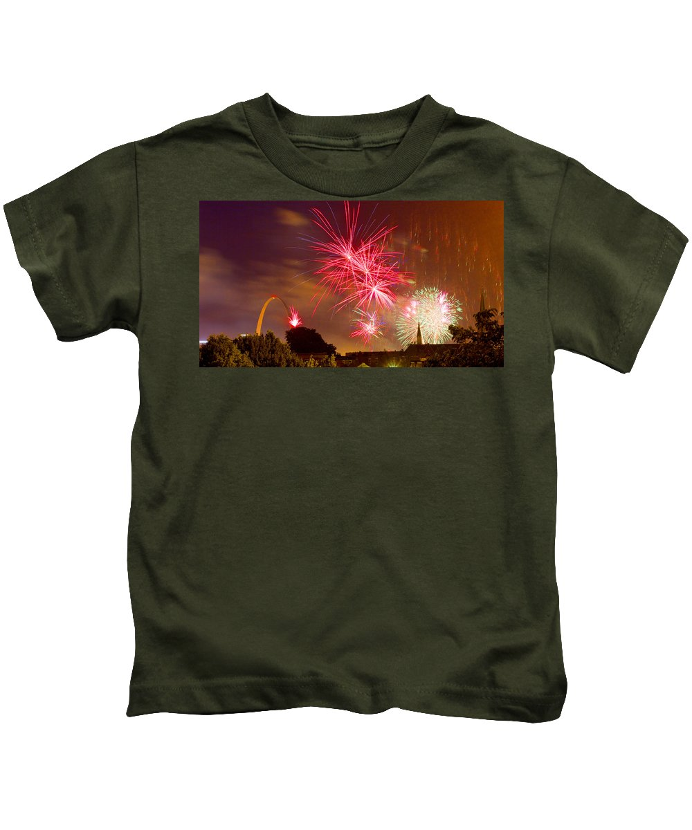 St Louis Arch Kids T-Shirt featuring the photograph 4th Of July In St Louis by Garry McMichael