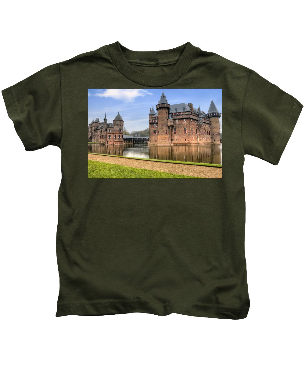Castle De Haar Kids T-Shirt featuring the photograph Kasteel De Haar by Joana Kruse