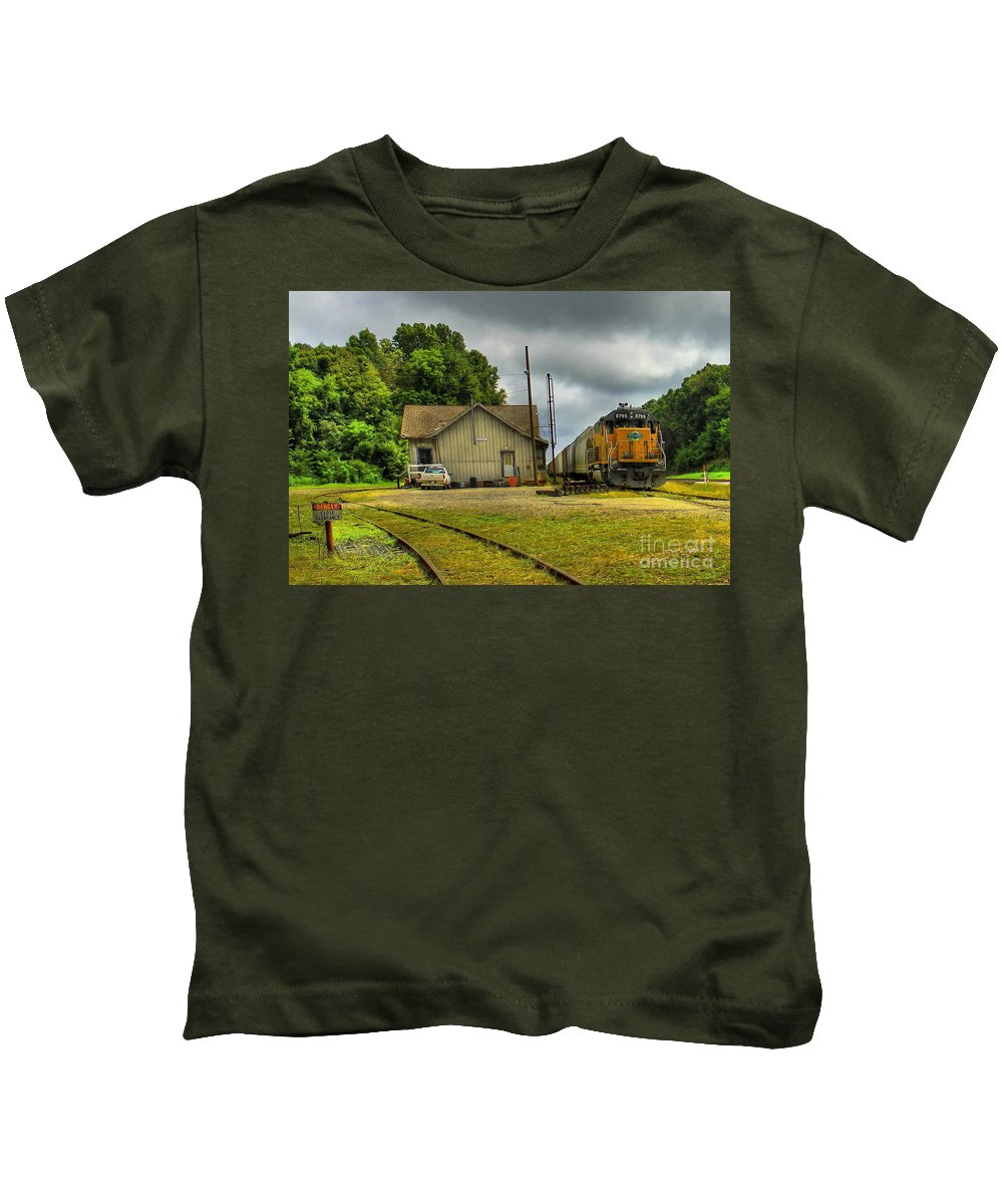 Reid Callaway Train And Track Kids T-Shirt featuring the photograph A Workhorse At The Madison Station by Reid Callaway
