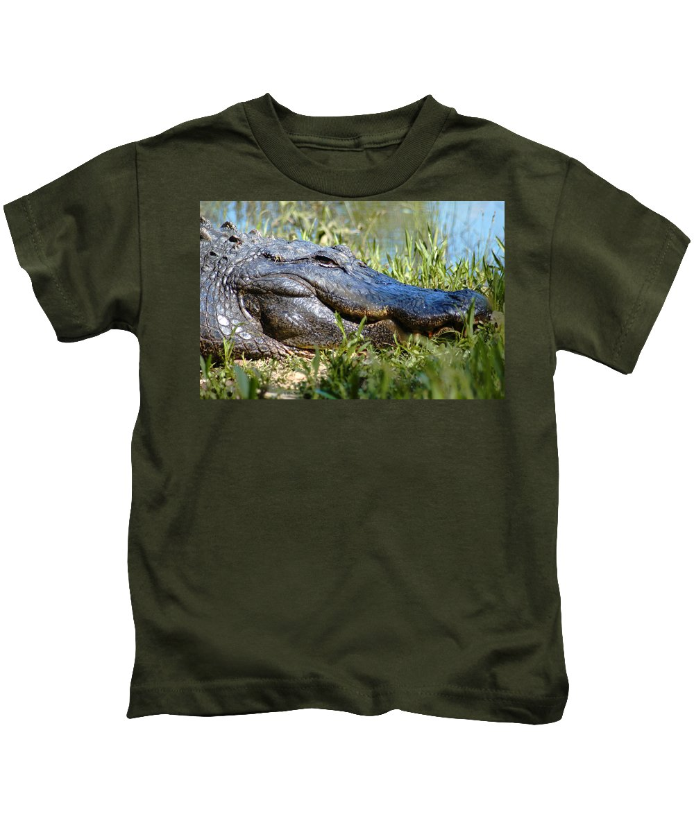 Alligator Kids T-Shirt featuring the photograph Alligator Smiling by Bob Pardue