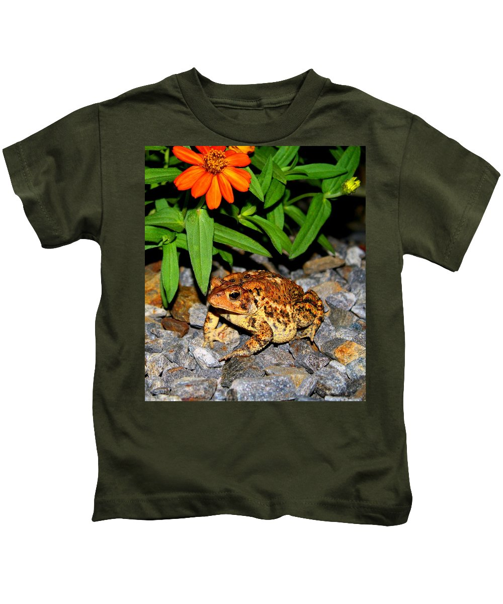 Toad Kids T-Shirt featuring the photograph American Toad by Kathryn Meyer