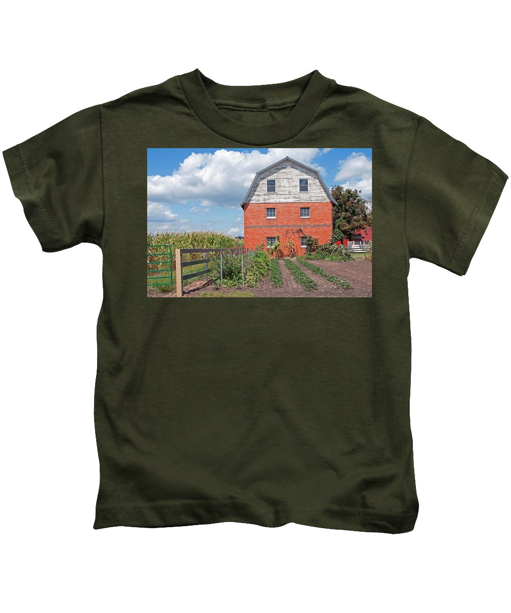 Amish Kids T-Shirt featuring the photograph Amish Barn And Garden by David Arment