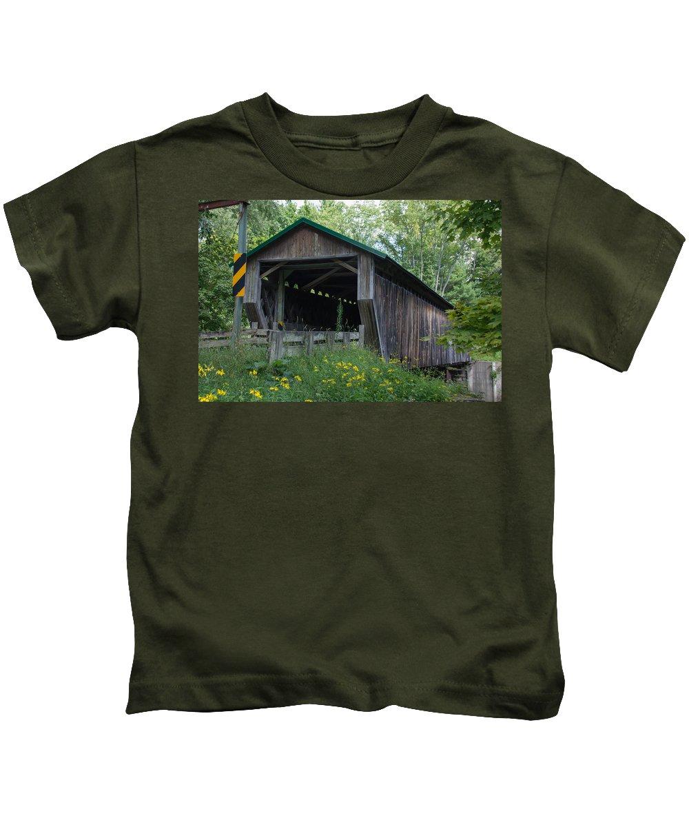 Ashtabula County Covered Bridges Kids T-Shirt featuring the photograph Ashtabula Collection - Riverdale Road Covered Bridge 7k02981 by Guy Whiteley