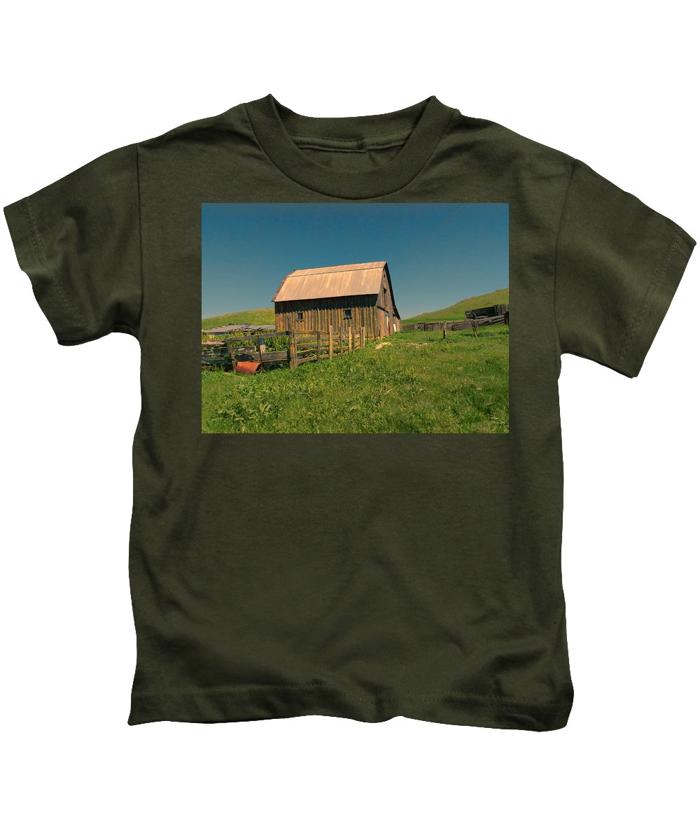 Barn Kids T-Shirt featuring the photograph Barn In Newel South Dakota by Cathy Anderson