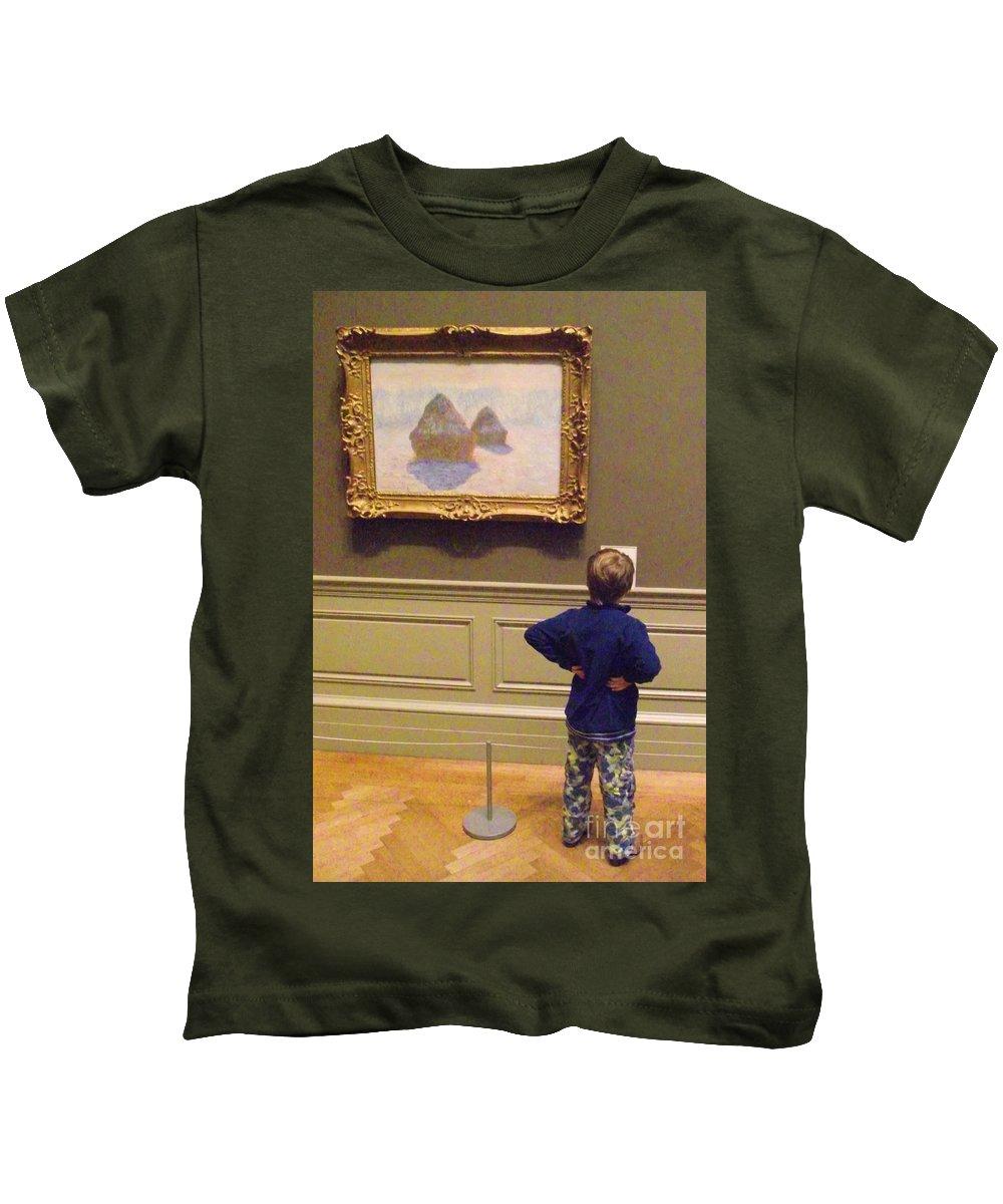 Metropolitan Museum Of Art Kids T-Shirt featuring the photograph Budding Art Enthusiast by Michelle Welles