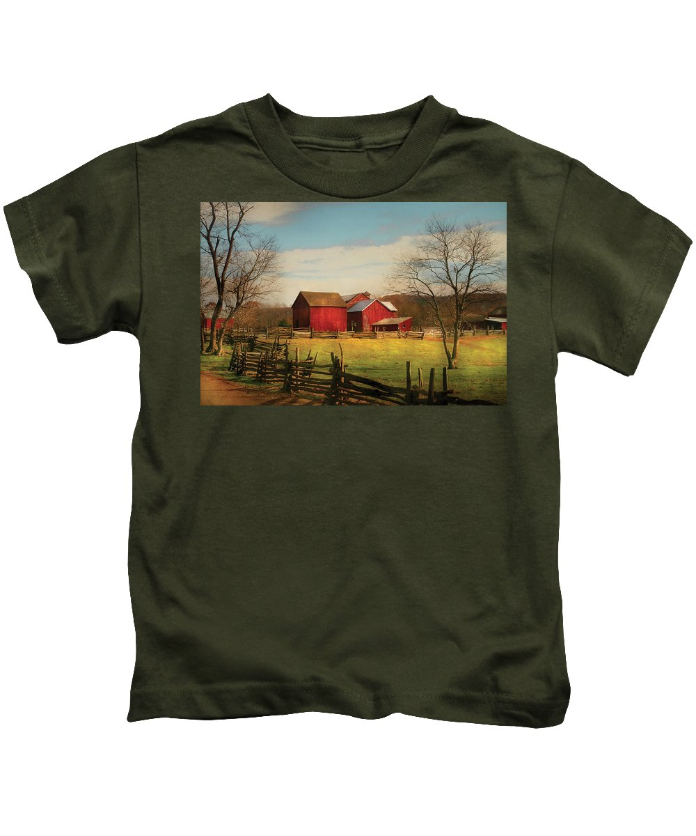 Savad Kids T-Shirt featuring the photograph Farm - Barn - Just Up The Path by Mike Savad