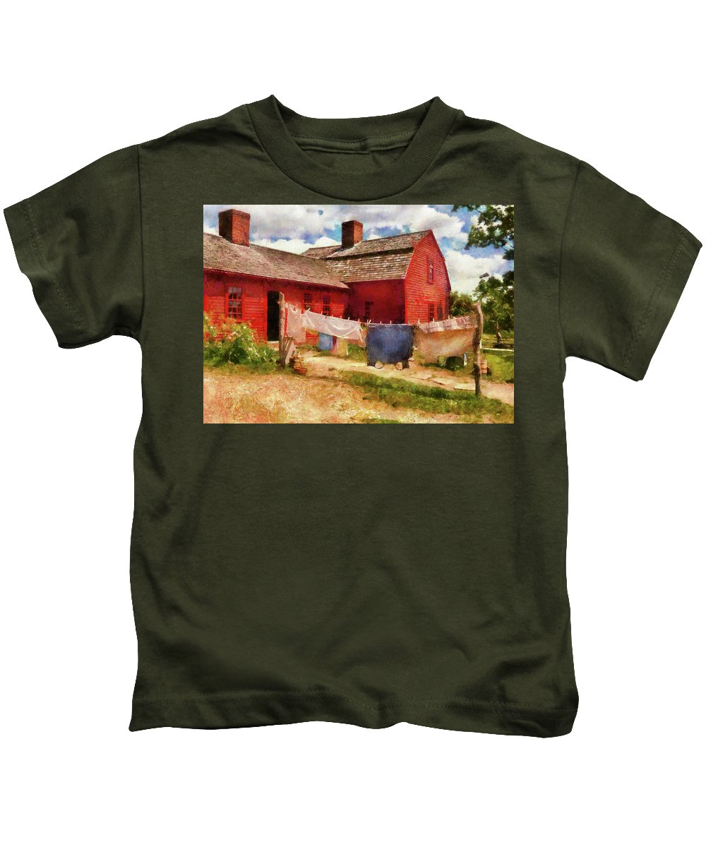 Suburbanscenes Kids T-Shirt featuring the photograph Farm - Laundry - The Clothes Line by Mike Savad