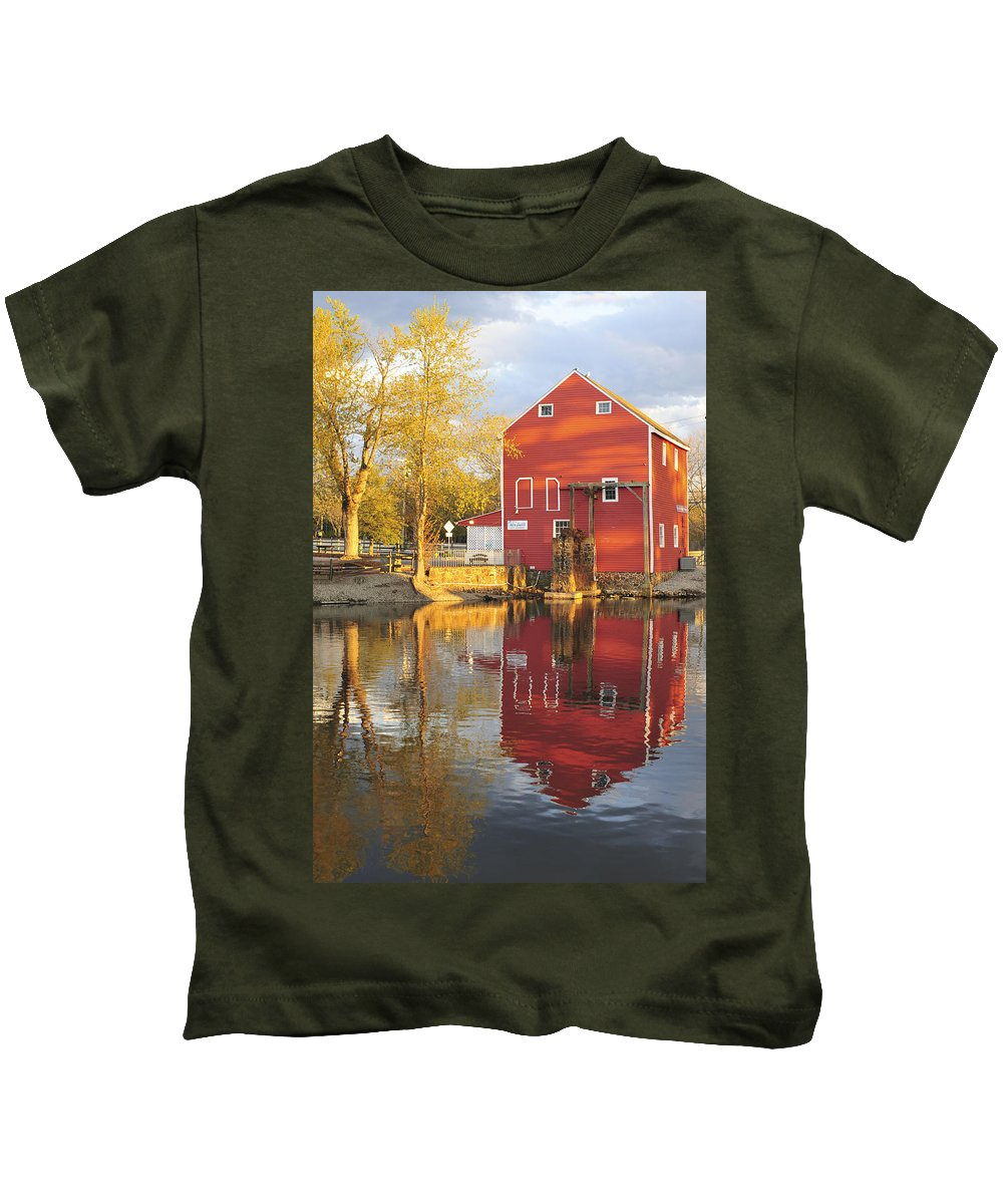 Historic Smithville Shop New Jersey Kids T-Shirt featuring the photograph Historic Smithville Shop New Jersey by Terry DeLuco