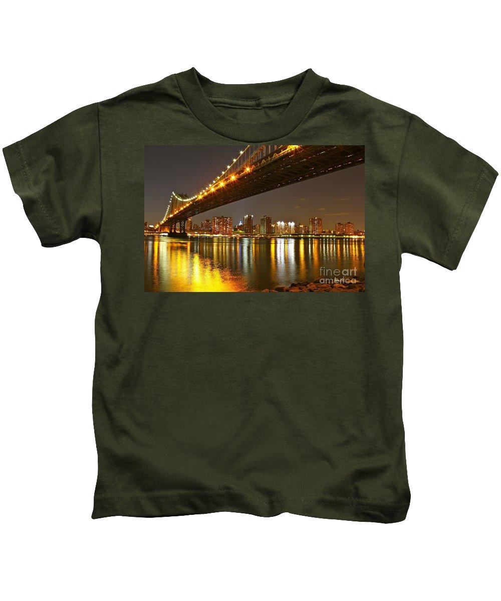 Manhattan Kids T-Shirt featuring the photograph Manhattan Bridge By Night by Barbara Zahno