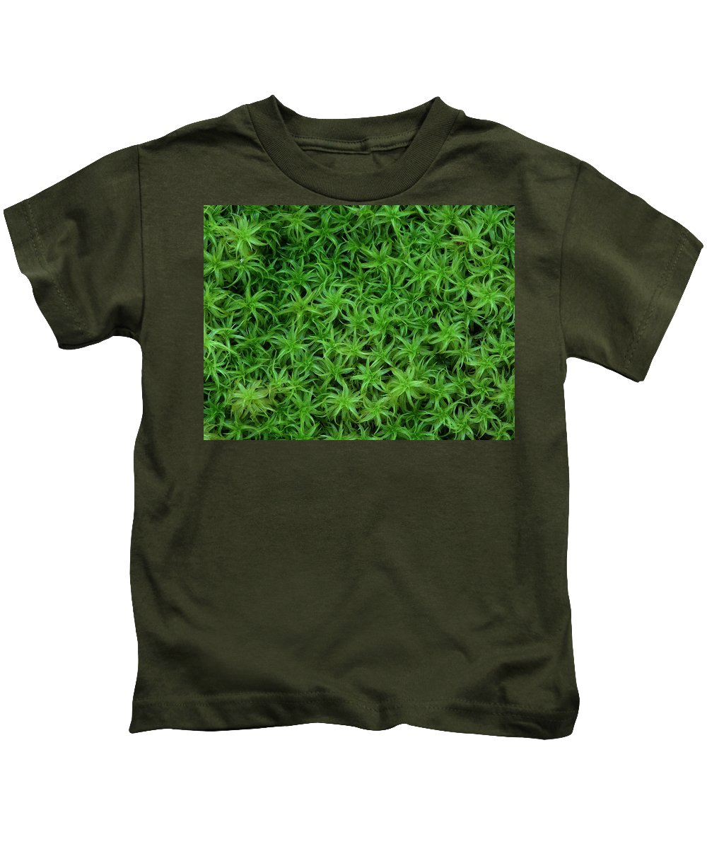 Atrichum Sp. Kids T-Shirt featuring the photograph Moss by Daniel Reed