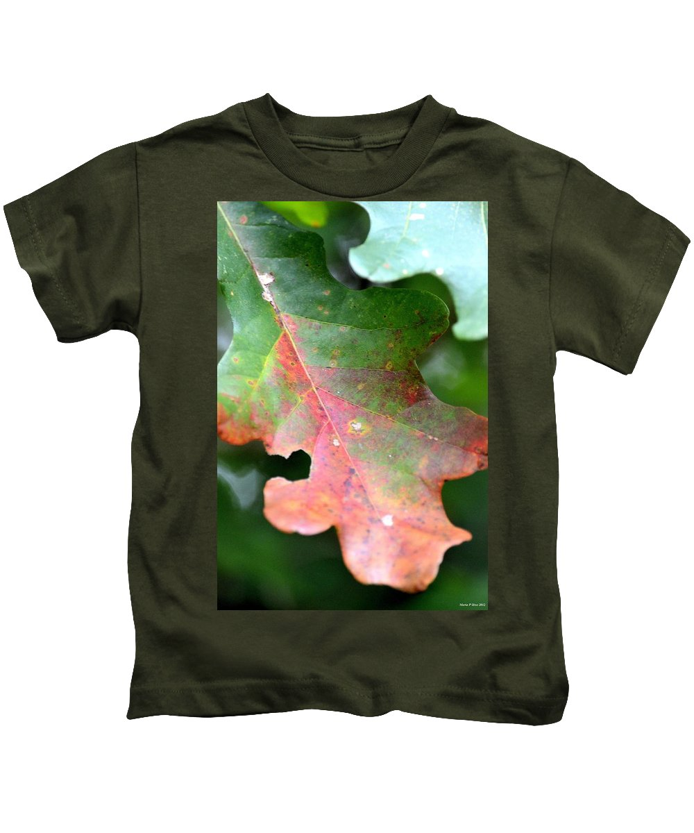 Natural Oak Leaf Abstract Kids T-Shirt featuring the photograph Natural Oak Leaf Abstract by Maria Urso