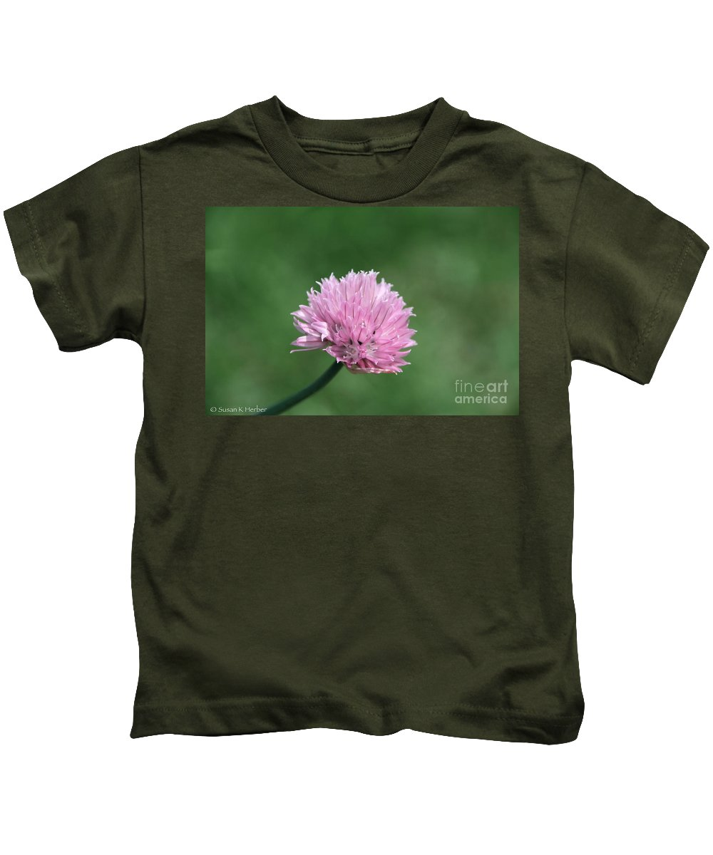 Flower Kids T-Shirt featuring the photograph Pale Globe by Susan Herber