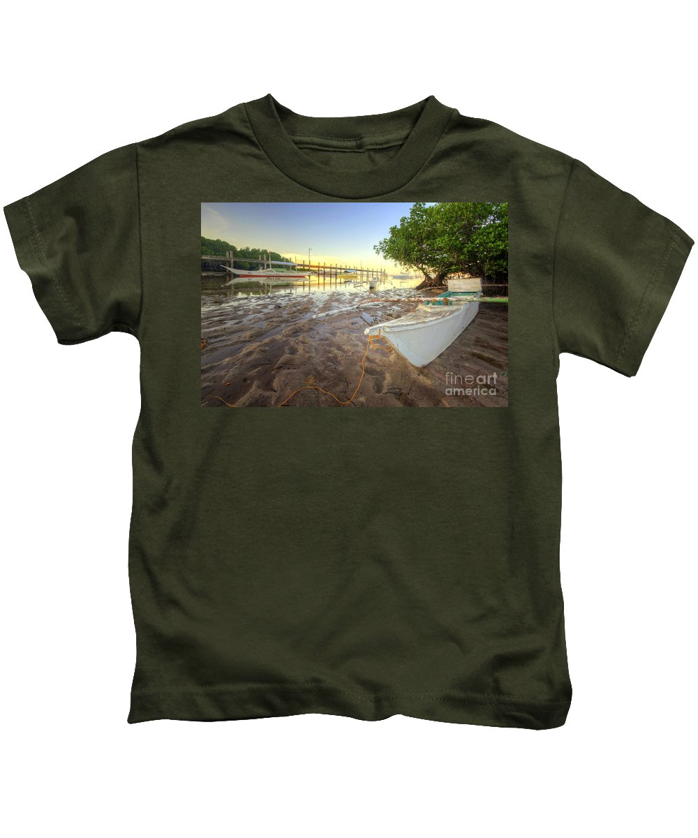 Yhun Suarez Kids T-Shirt featuring the photograph Panglao Port Sunset 4.0 by Yhun Suarez
