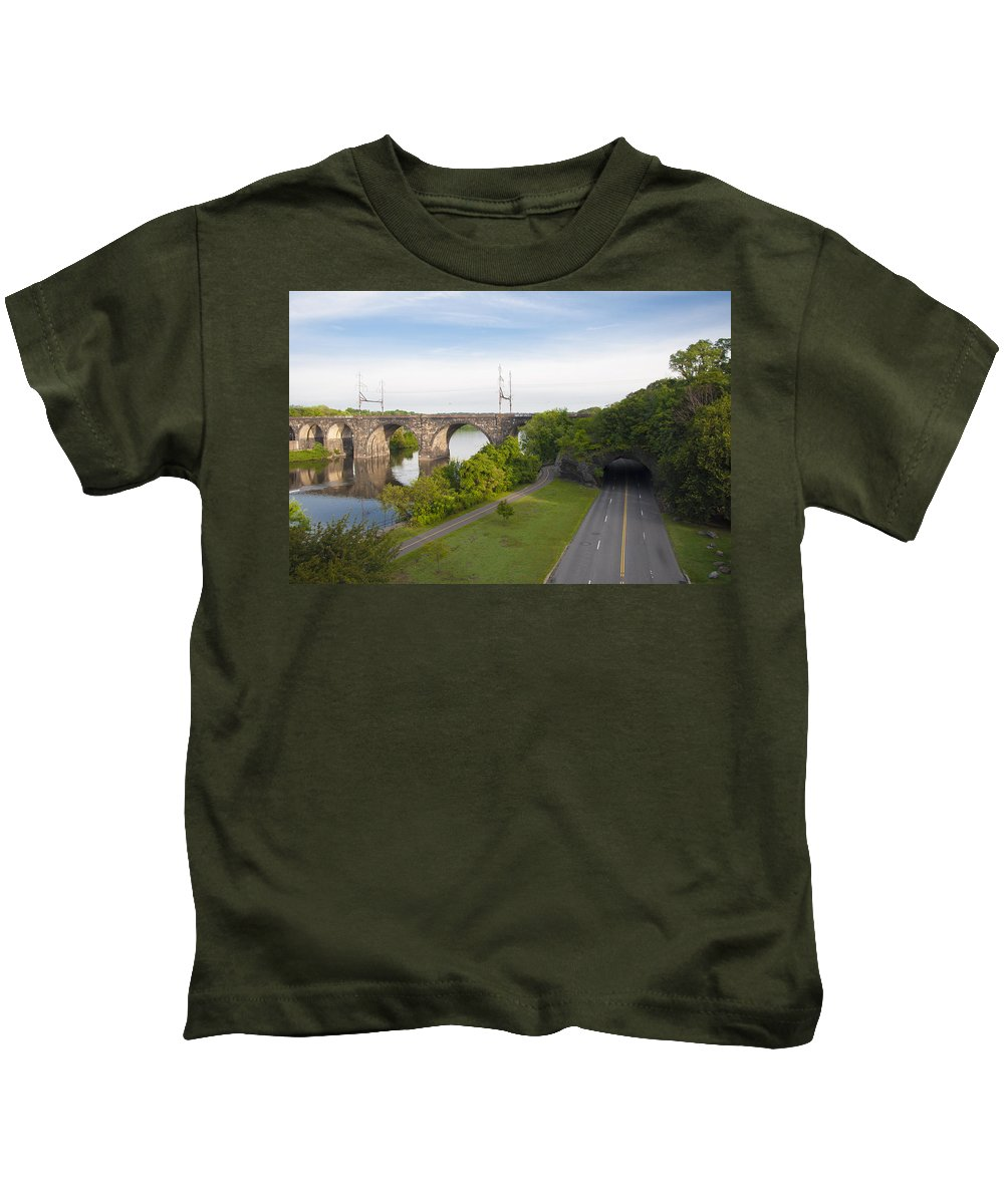 Philadelphia's Kids T-Shirt featuring the photograph Philadelphia's Rock Tunnel - Kelly Drive by Bill Cannon