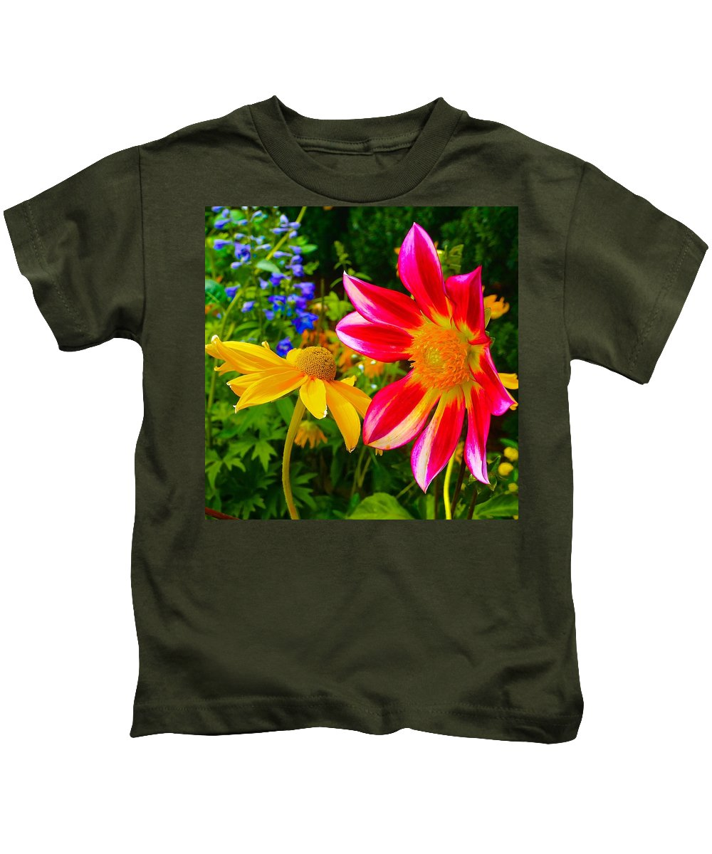 Gardens Kids T-Shirt featuring the photograph Showoff by Tim G Ross