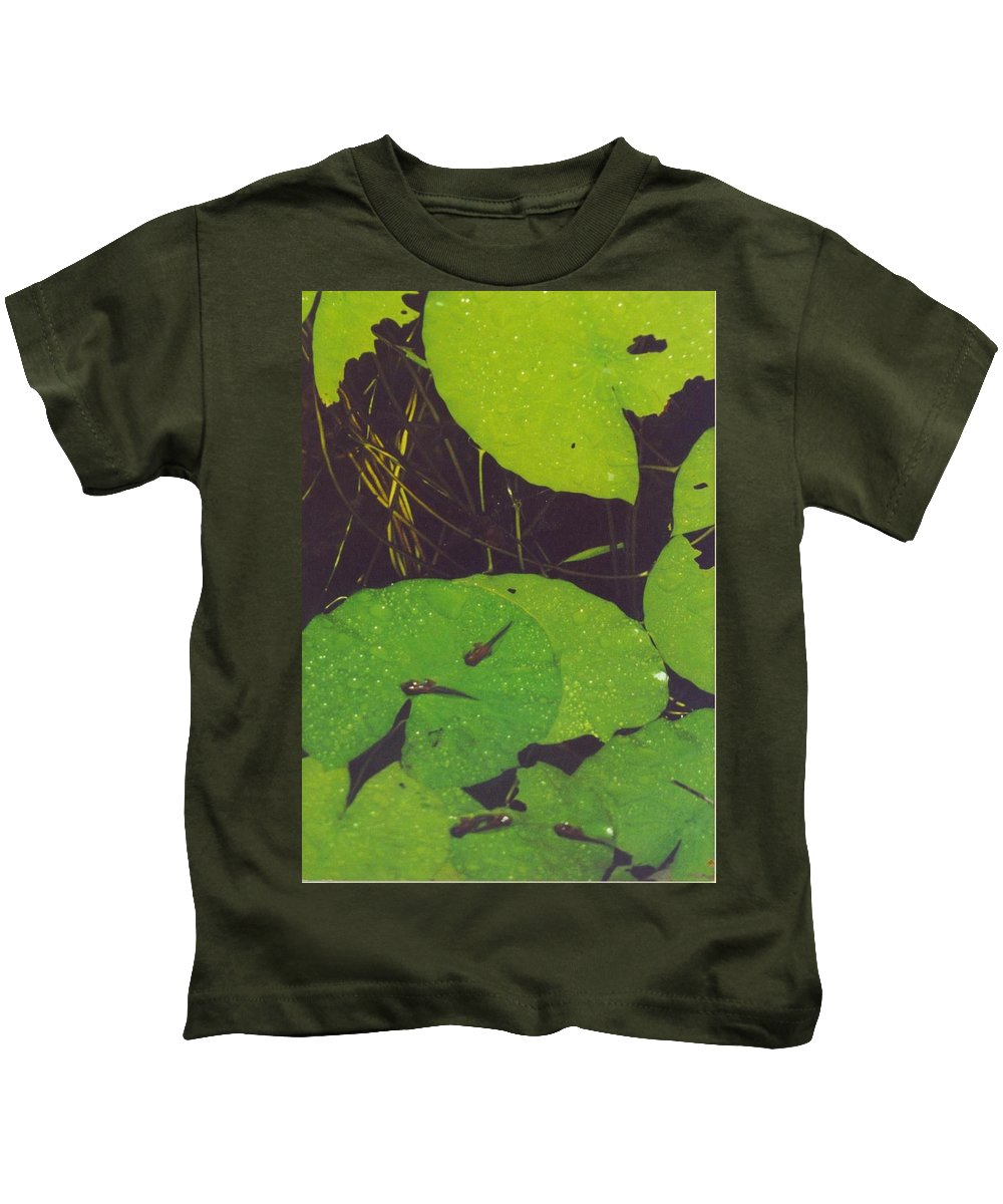 Baby Frogs On Lily Pads3.50 Kids T-Shirt featuring the photograph Tadpoles by Robert Floyd