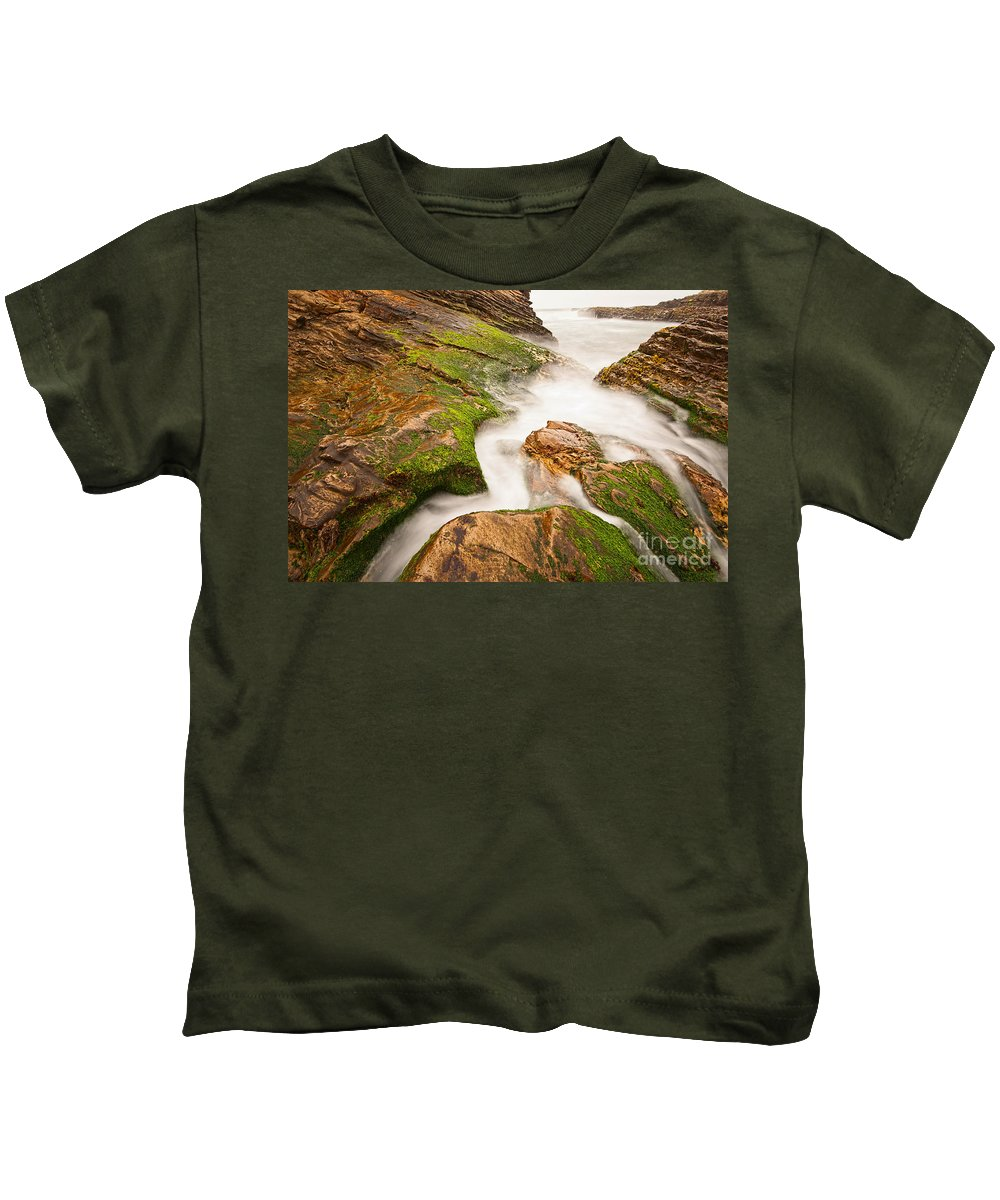 Montana De Oro Kids T-Shirt featuring the photograph The Jagged Rocks And Cliffs Of Montana De Oro State Park In California by Jamie Pham