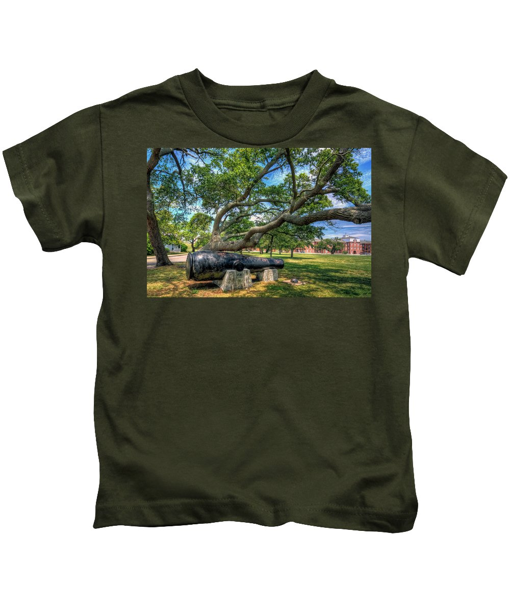 Casemate Kids T-Shirt featuring the photograph The Lincoln Gun by Jerry Gammon