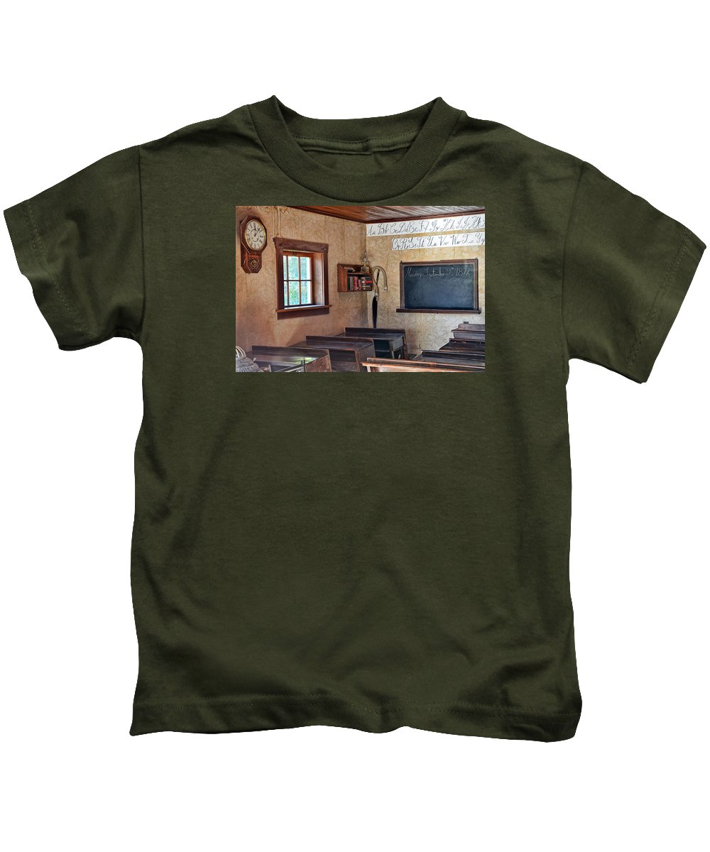 Retro Kids T-Shirt featuring the photograph Three R's by Ed Hall