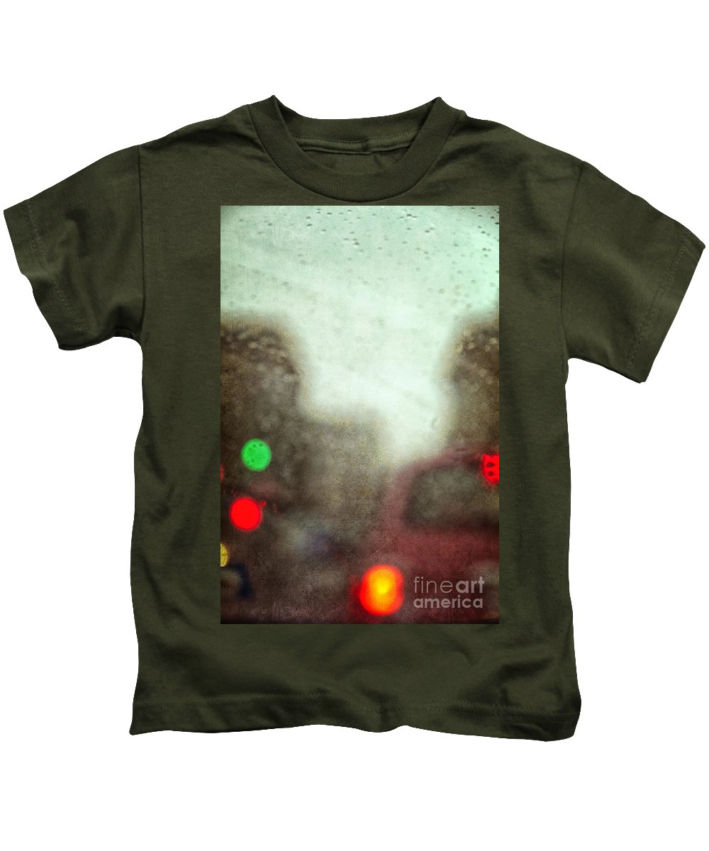 Cars; Traffic; Driving; Auto; Automobile; Automotive; Drive; Modern; City; Cityscape; Road; Outdoor; Outside; Perspective; Street; Transportation; Vehicle; Lights; Breaks; Rain; Rainy; Weather; Fog; Crowded; Busy; Road; Highway; Brakes; Stop Light; Red; Green; Stop; Go Kids T-Shirt featuring the photograph Traffic In The Rain by Margie Hurwich