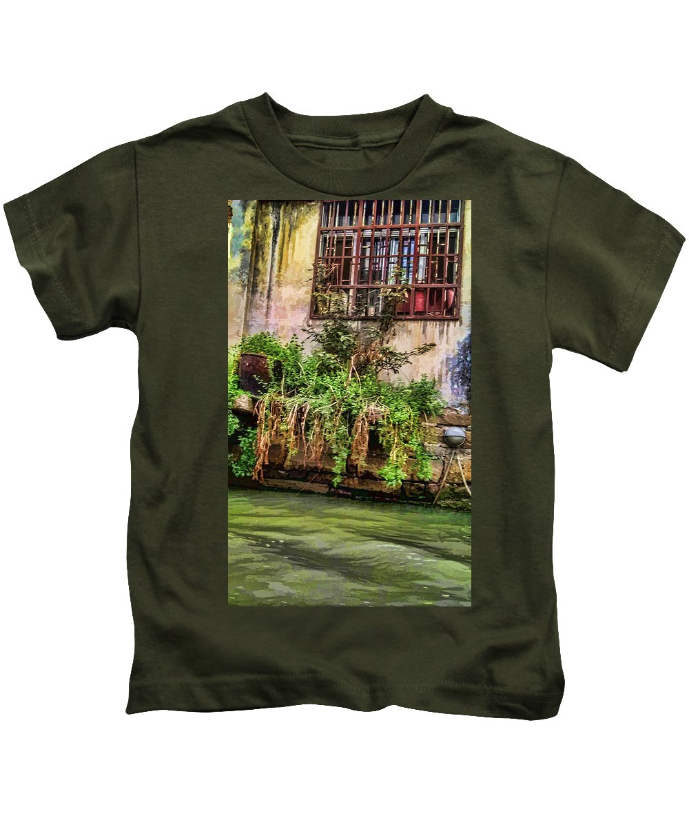 Grand Canal Kids T-Shirt featuring the photograph View From The Grand Canal China by Cathy Anderson