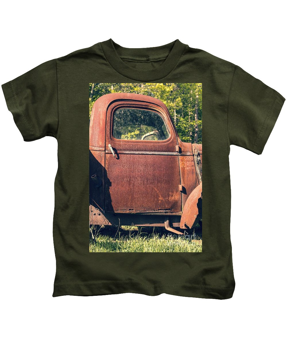 Quechee Kids T-Shirt featuring the photograph Vintage Old Rusty Truck by Edward Fielding