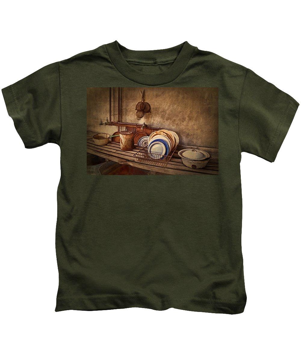 Kitchen Kids T-Shirt featuring the photograph Vulture Kitchen by Priscilla Burgers