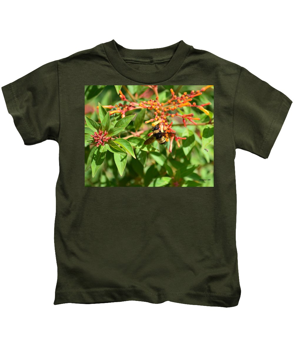 Fredericksburg Kids T-Shirt featuring the photograph Working Bee by Allen Sheffield